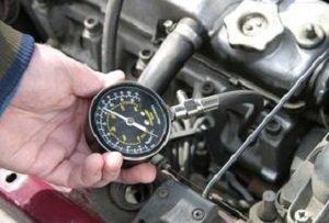 Замер компрессии в двигателе автомобиля