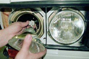 Как заменить лампы в фарах своими руками