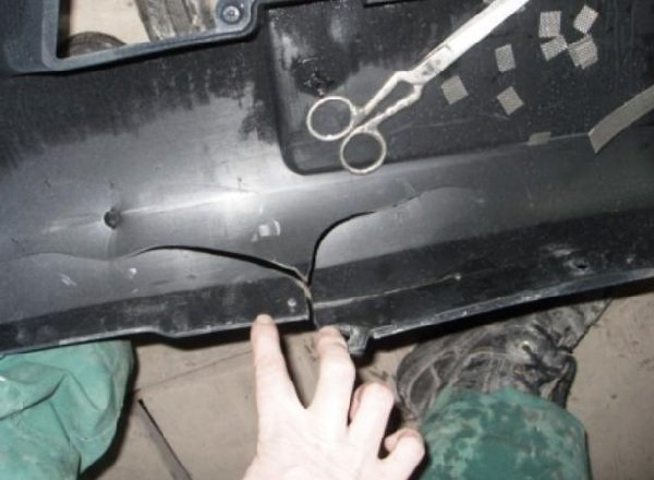 Как самому склеит бампер