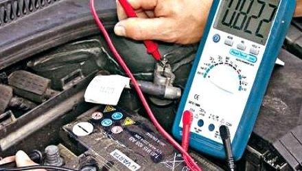 Причины разрядки аккумулятора авто