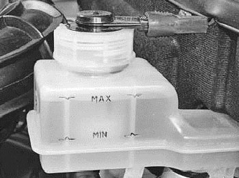Состояние тормозов и уровень тормозной жидкости