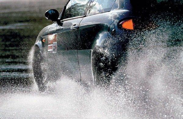 Движение автомобиля по мягкой поверхности
