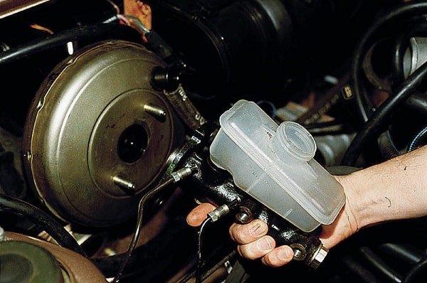 Признаки неисправности главного тормозного цилиндра