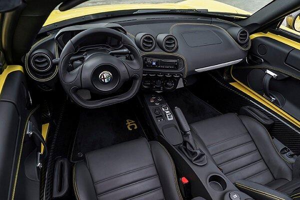 Alfa Romeo 4C салон