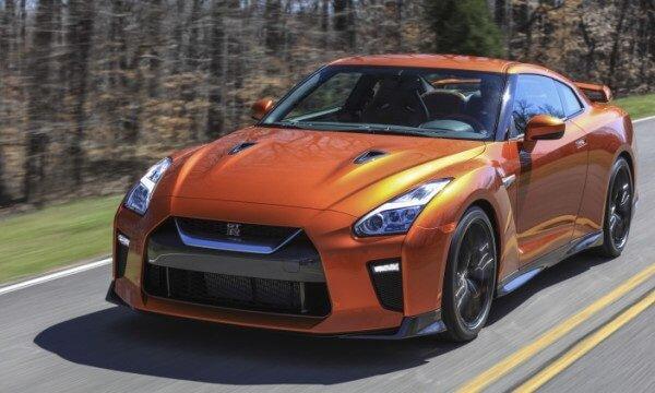 Nissan GT-R 2017 – обзор спорткара 6 поколения