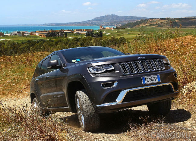 Продажи Jeep в России упали вполовину