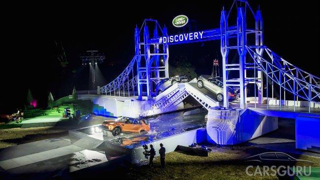 Land Rover красочно презентовал новый Discovery в Париже