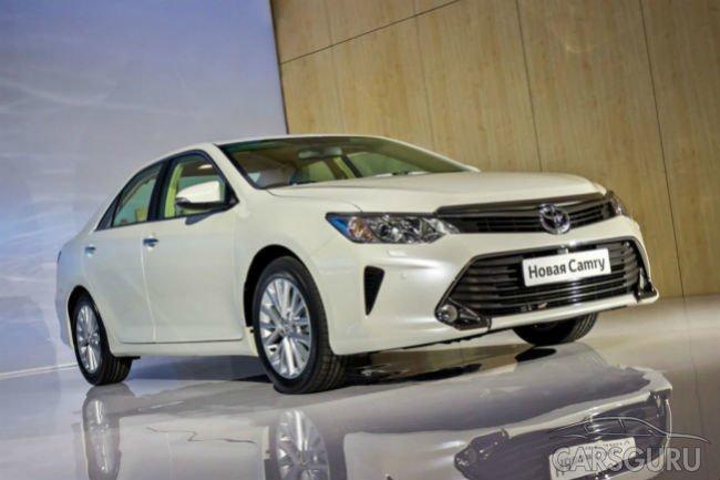 Toyota Camry продолжает удерживать лидерство в сегменте Е