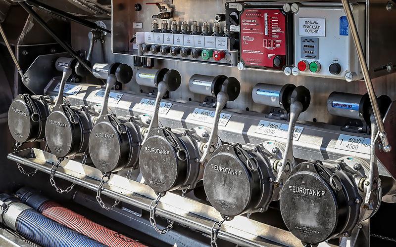Какой бензин заливать вбак: 95-й или 98-й?