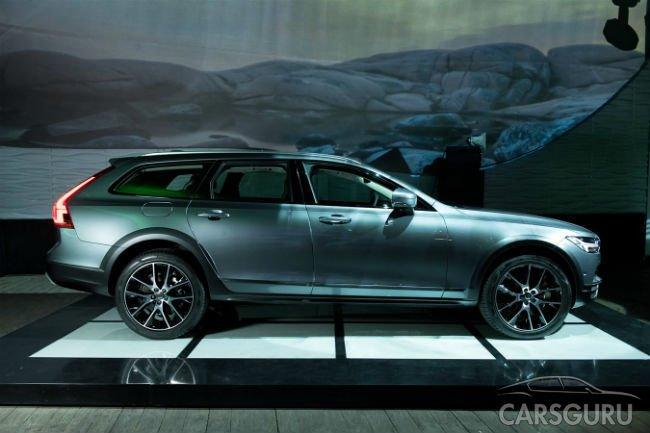 Стали известны российские цены на Volvo V90 Cross Country