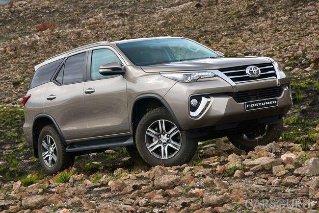 В России будет продаваться Toyota Fortuner