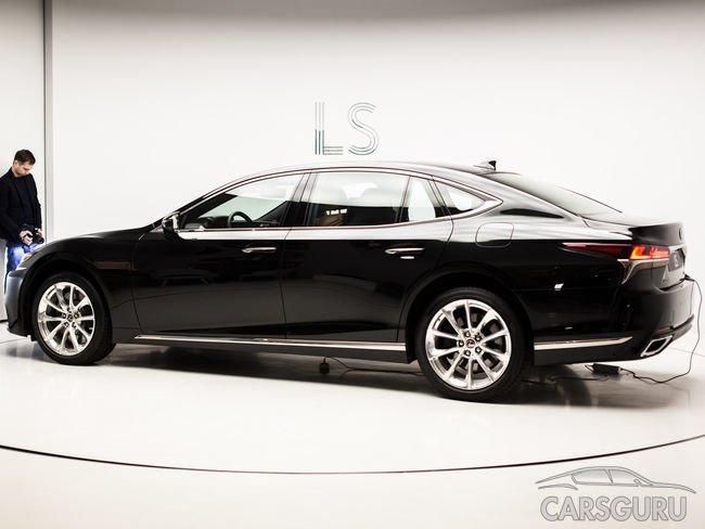 Флагманский седан Lexus LS официально представлен в России