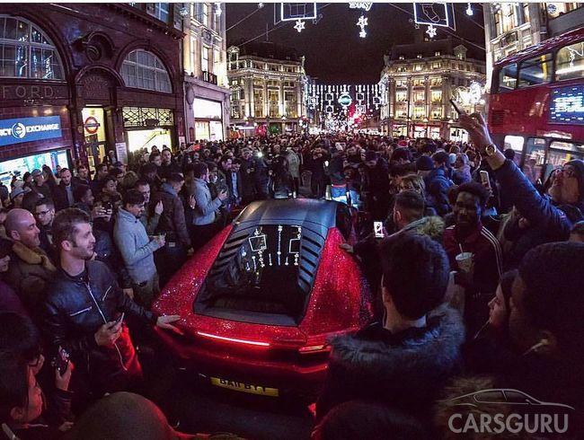 Россиянка шокировала Лондон уникальным Lamborghini с камнями Swarovski