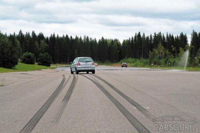 Какие колеса тормозят первыми, передние или задние?