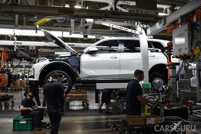 Известны первые детали оснащения нового паркетнака BMW X7