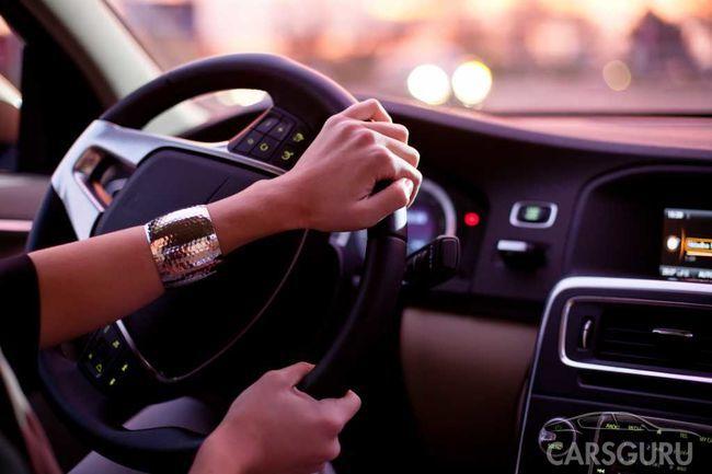 Абсурдный закон: женщинам Туркмении запретили садиться за руль