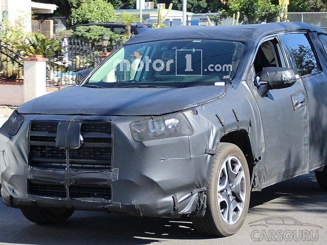 Новое поколение вседорожника Toyota RAV4 проходит испытания