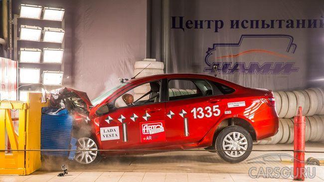 Безопасность Lada Vesta SW Cross вызывает серьезные сомнения. Видео