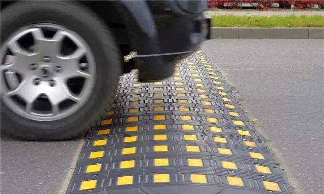 Опасности, которые подстерегают современного человека на дороге.