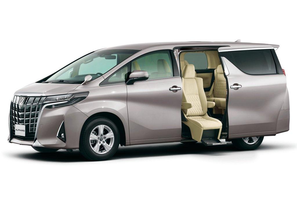 Тестируем Toyota Alphard.