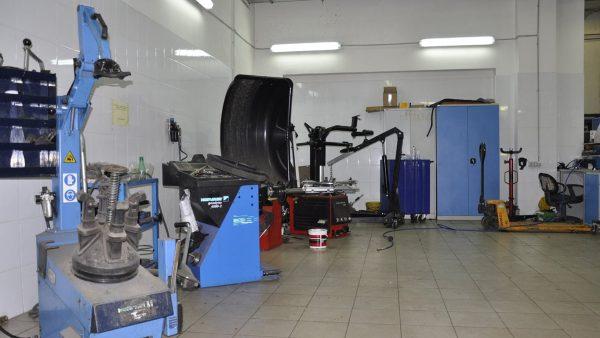 Современное шиномонтажное оборудование и инструменты.