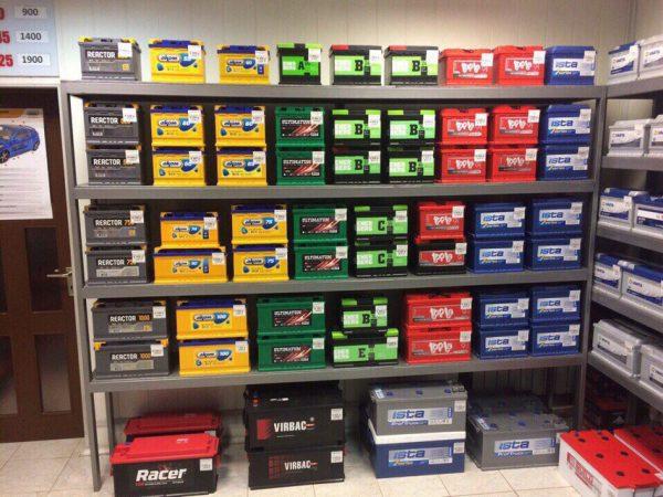 Аккумуляторы для авто в магазине.