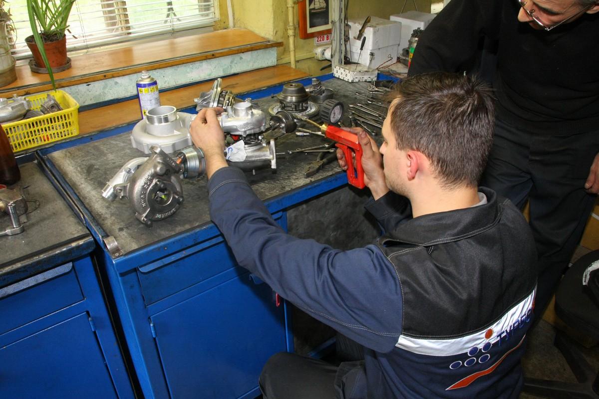 Полноценный ремонт турбин в автомастерской.